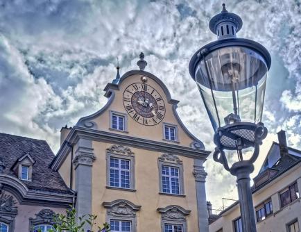 Fronwagturm mit der astronomischen Habrechtuhr, erbaut 1564.
